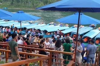 Du lịch Phong Nha – Kẻ Bàng: 6 tháng đầu năm 2018 đón hơn 460.337 lượt khách